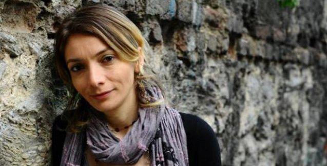Polis, gazeteci Gülşen İşeri'nin evine baskın düzenleyip kafasına silah dayadı!