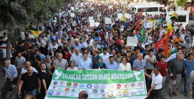Siirt'te on binler barış için yürüdü