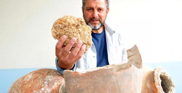 Tarihi kalede küpler içinde 250 yıllık otlu peynir bulundu