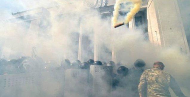 Ukrayna'da çatışma: 1 ölü, 100 yaralı