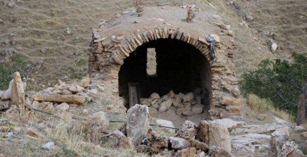 Yakılan Ermeni mezarlığı için suç duyurusu