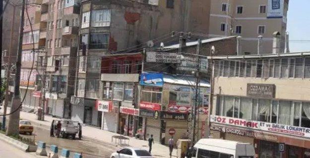 Yüksekova'da 'Devlet kurumlarını tanımıyoruz' diyen siyasilerin evlerine baskın