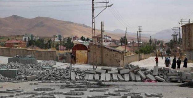 Yüksekova'da yasak, operasyon, çatışma: Mahallelere top atışı yapıldı, 3 kişi yaşamını yitirdi