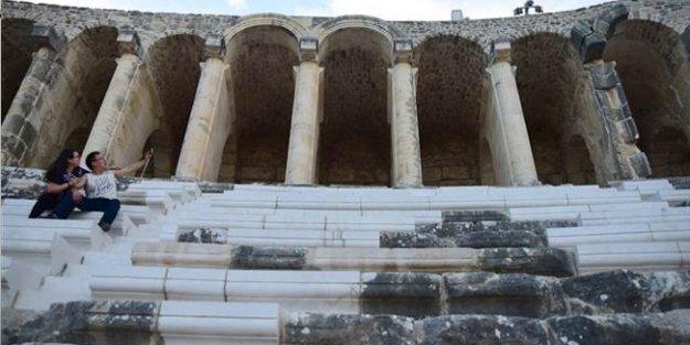 Aspendos'a mutfak mermerine Kültür Bakanlığı'ndan savunma: Zamanla rengi değişir