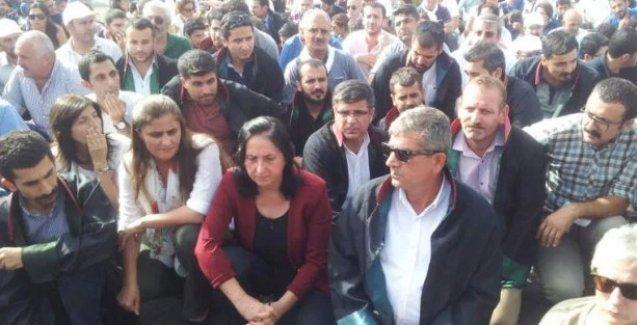 Avukatların Cizre'ye gitmesine izin verilmedi! Midyat yolunda oturma eylemi