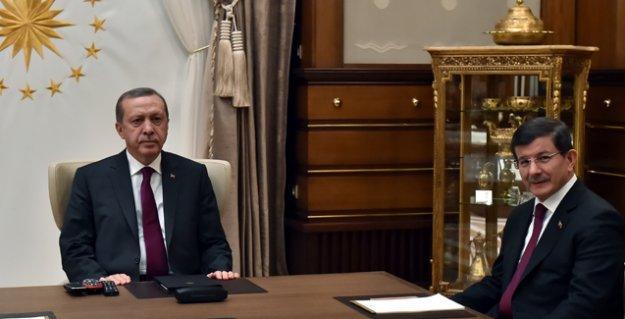 Bir 'kulis' haberi: Davutoğlu gece yarısı Erdoğan'a milletvekili aday listesini onaylattı