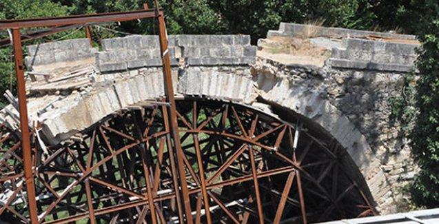 Böylesi Türkiye'de olur, tarihi Dandalaz Köprüsü restorasyonda yıkıldı