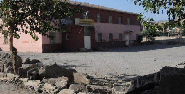 Cizre'de 'eğitim': Okullar harap, öğretmen yok, veliler ve öğrenciler endişeli