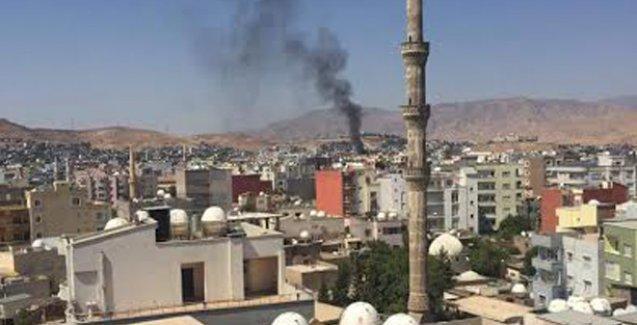 Cizre'de yangına müdahaleye giden itfaiyecilere ateş açıldı