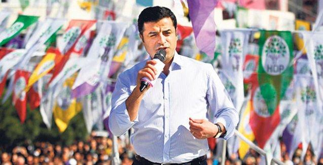 Demirtaş: Anketler AKP'yi çok düşük gösterirse seçimi erteleme yoluna da gidebilirler