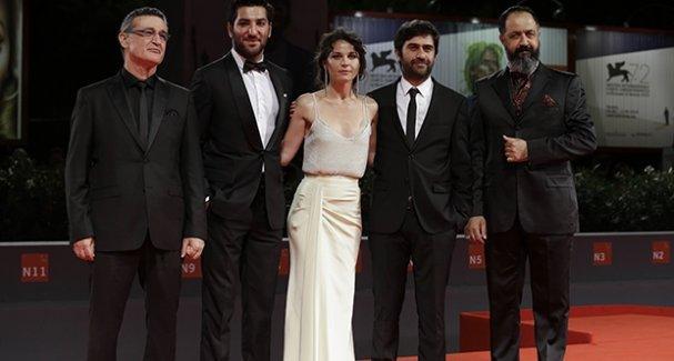 Emin Alper'in 'Abluka' filmine Venedik'te ilk ödül
