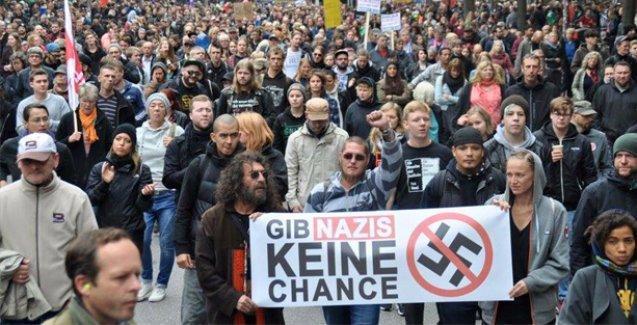 Hamburg'ta binler 'Neonazilere geçit yok' dedi