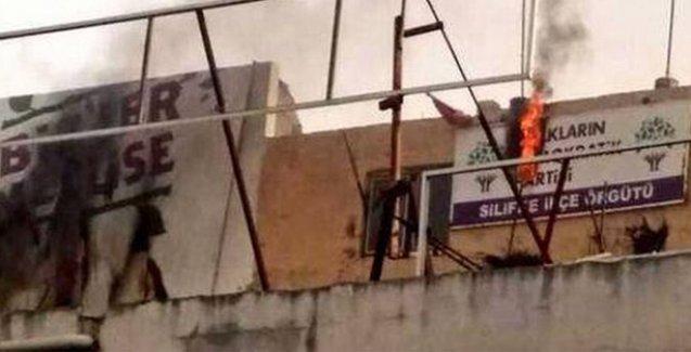 HDP'nin Silifke ilçe binasını ateşe verdiler