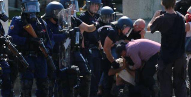 İsviçre'de AKP yanlıları protestocu grubun üzerine araba sürdü