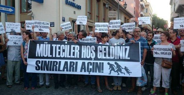 İzmir'de sığınmacılar için 'Sınırları Açın' eylemi
