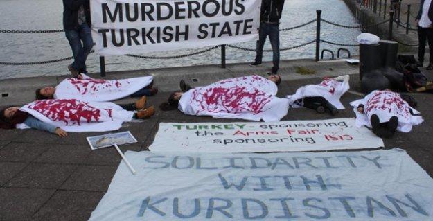 Londra'da Türkiye'nin de yer aldığı 'silah fuarı' protesto edildi