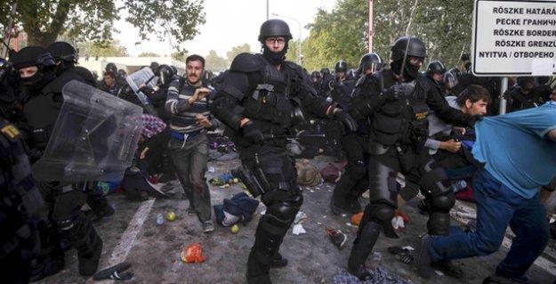 Macaristan sınırını geçmek isteyen sığınmacılara polis saldırısı