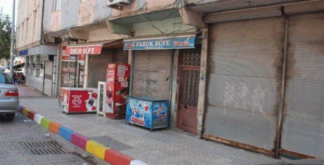 Şırnak halkı Cizre'de yaşanan katliamı protesto için kepenk kapattı