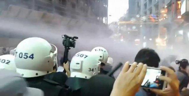Taksim'de barış yürüyüşüne polis saldırdı: Çok sayıda gözaltı var