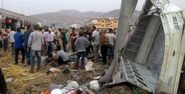 Tarım işçilerini taşıyan minibüs şarampole yuvarlandı: 4 ölü 20 yaralı