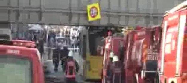 Üst geçide çarpan İETT otobüsünde patlama: 6 yaralı