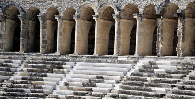 Aspendos'taki restorasyonu şikayet eden arkeolog sürgün edilmiş