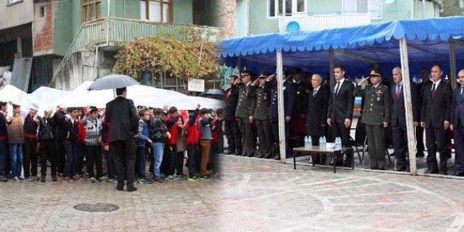 Cumhuriyet kutlaması: Protokol çadırda, öğrenciler yağmur altında
