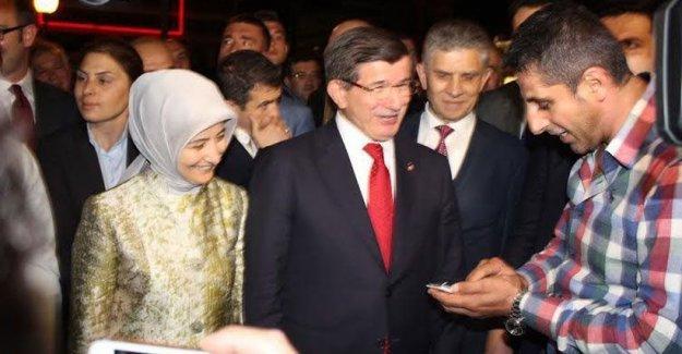 Davutoğlu'ndan taşerona çözüm isteyen işçiye: Taşeron ama telefonu var