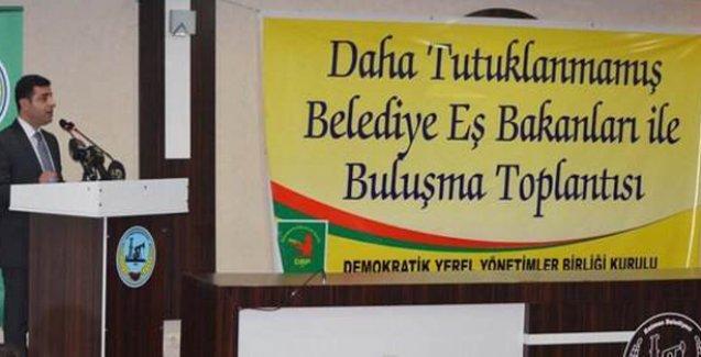 Demirtaş, partisinin 'daha tutuklanmamış' belediye eş başkanlarıyla bir araya geldi