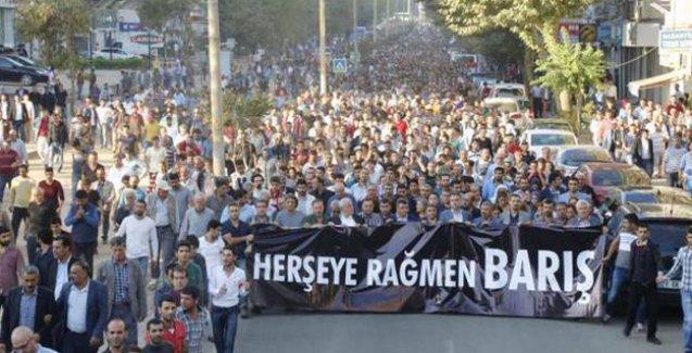 Diyarbakır'da katliam protestosuna polis saldırısı: Bir kişi yaşamını yitirdi