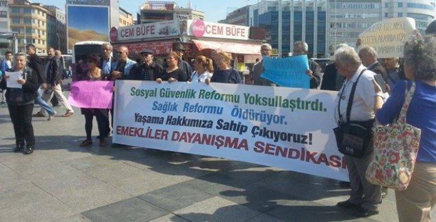 Emeklilerden Kadıköy'de eylem: Emekli oldum ama emekli gibi yaşayamıyorum