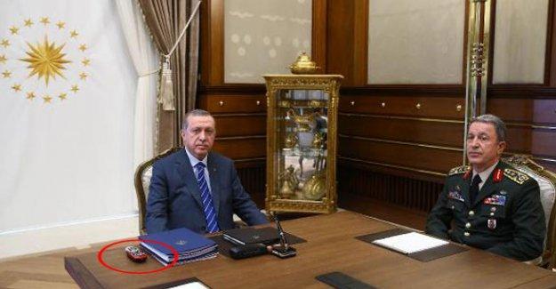 Erdoğan'ın masasında Digiturk kumandası