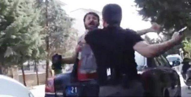 Gazetecinin başına silah dayayan polis HDP'li vekili de 'Kafana sıkarız' diyerek tehdit etmiş
