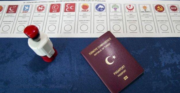 Hollanda hükümetinden, Davutoğlu imzalı seçim mektubuna resmi kınama!