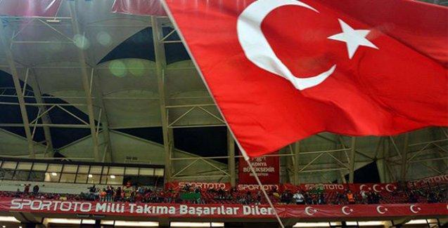 Konya'daki İzlanda maçında Ankara katliamı için yapılan saygı duruşu ıslıklandı!