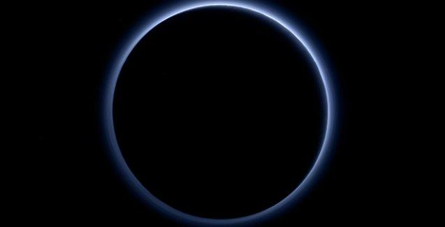 NASA: Plüton'da mavi gökyüzü ve su var