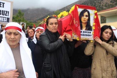 Polis kurşunuyla vurulan Dilek Doğan, Afşin'de son yolculuğuna uğurlandı