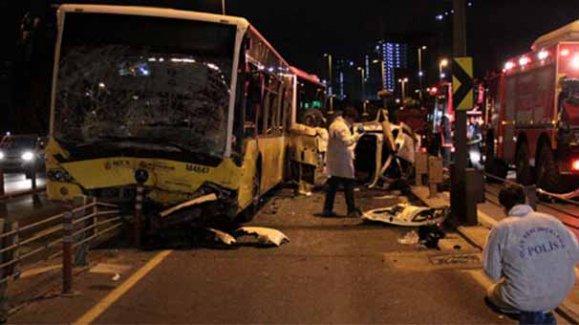 Polisten kaçarken metrobüsle çarpıştı: 5 ölü