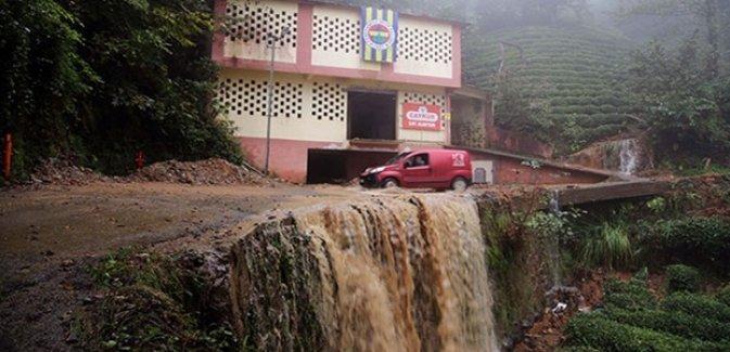 Rize'de şiddetli yağış: 1 ev çöktü, 2 ev boşaltıldı, 28 köy yolu kapandı