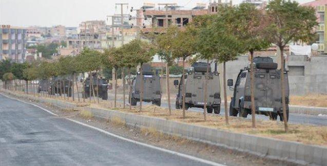 Silvan'da zırhlı araçlardan 'Ölürüm Türkiyem' marşı çalınıyor