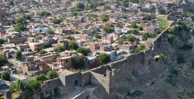 Diyarbakır'daki çatışmalardan UNESCO listesindeki Tarihi Surlar da zarar gördü