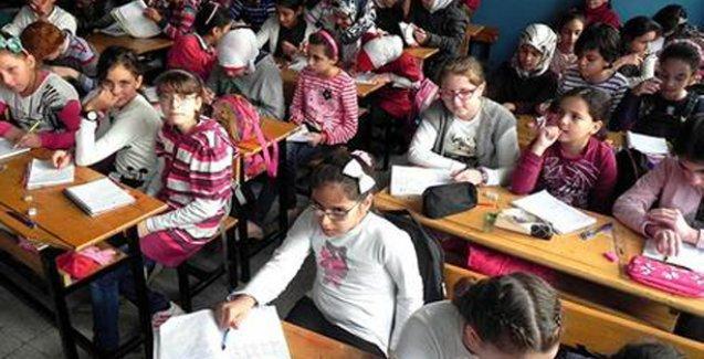 Suriyeli göçmen çocuklara 'Osmanlı padişahları ortak değerimiz' yazılı ders kitabı