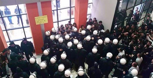 Üniversitede Suruç anmasına polis ablukası