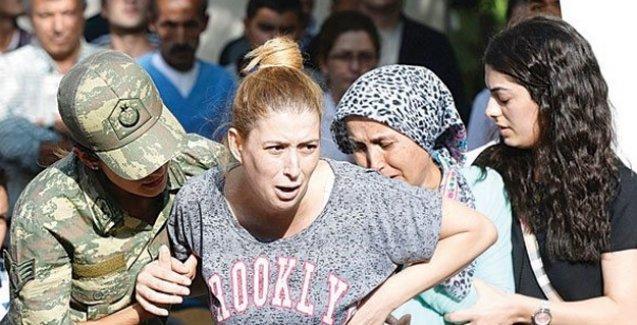 Yaşamını yitiren askerin eşi isyan etti: 'Barış, barış' diyordunuz; kocamın kanını mı istiyordunuz?