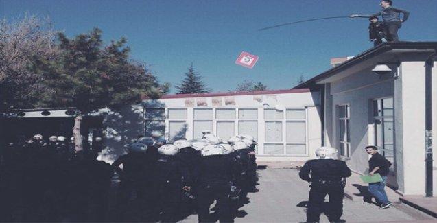 Afiş astıkları için saldırıya uğrayan öğrencilerden 'oltayla polis tutma' eylemi