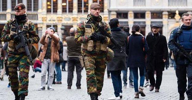 Belçika'da saldırı alarmı: Metro kapatıldı, asker sokağa indi