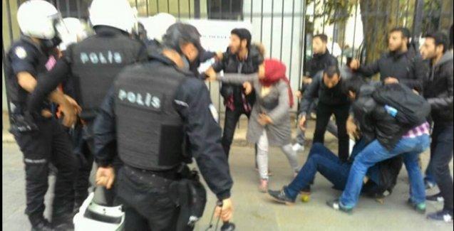 Beyazıt'ta öğrencilere polis saldırısı