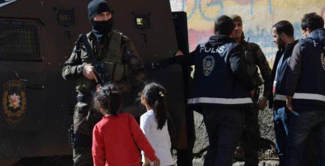 Diyarbakır'da AP gözlemcilerine saldırı! Köyden kovuldular
