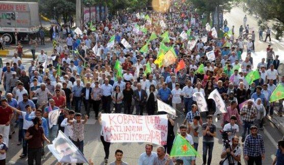 Diyarbakır'da binlerce kişiden operasyonlar dursun çağrısı