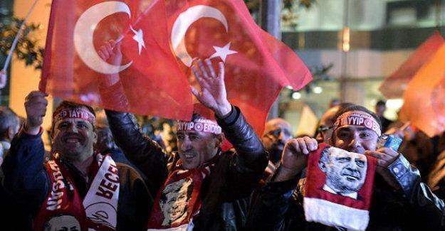 Economist: Türkiye hoşgörüsüz demokrasi devleti olma yolunda